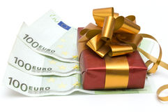 Dinero y regalo Imagenes de archivo