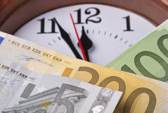 Dinero y reloj Fotografía de archivo libre de regalías