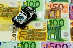 Dinero y un coche Foto de archivo libre de regalías