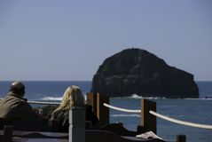 Diners enjoying lunch at an ocean view restaurant at Trebarwith Stand in Cornwall, England. Diners enjoy lunch from a restaurant with an ocean view over Royalty Free Stock Photos