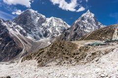 Dingboche till Lobuche, Nepal arkivbilder