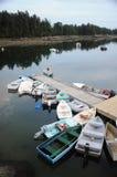 Dinghy wiążący up na doku obrazy royalty free