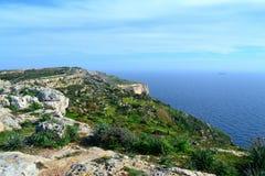 Dingli klippor och Filfla ö i Malta Arkivfoto