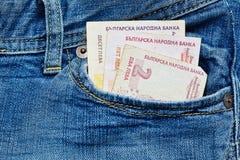 Dinheiro búlgaro pequeno no bolso das calças de brim Foto de Stock
