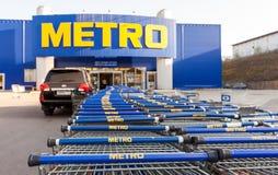 Dinheiro & Carry Samara Store do METRO fotografia de stock royalty free