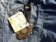 dinheiro com chaves e bolso do carro Fotografia de Stock Royalty Free