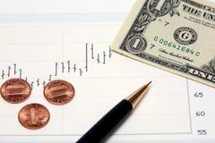 Dinheiro conservado em estoque dos E.U. da carta e moedas de um centavo novas Foto de Stock