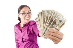 Dinheiro consideravelmente asiático da terra arrendada da menina fotografia de stock royalty free