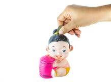 Dinheiro da economia na boneca do estilo tailandês como o mealheiro Imagem de Stock