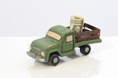 Dinheiro da economia no seguro de carro Imagens de Stock