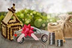 Dinheiro da economia para o carro e a casa A acumulação de dinheiro e de finança aos bens imobiliários Imagens de Stock