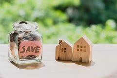 Dinheiro da economia para o conceito de compra da casa Fotos de Stock Royalty Free
