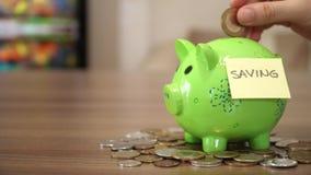 Dinheiro da economia para o futuro vídeos de arquivo