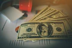 Dinheiro da economia para o futuro Ideias da economia do dinheiro de Doing Business no futuro foto de stock