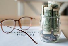 Dinheiro da economia para o plano de aposentação Imagens de Stock Royalty Free