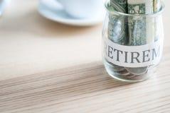 Dinheiro da economia para o plano de aposentação Foto de Stock