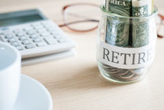 Dinheiro da economia para o plano de aposentação Fotos de Stock Royalty Free