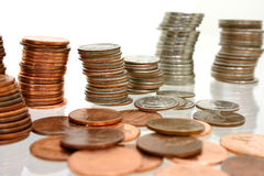 Dinheiro da moeda nas pilhas fotografia de stock royalty free