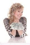 Dinheiro da terra arrendada da mulher Fotografia de Stock