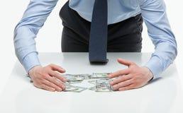 Dinheiro de apropriação do homem de negócios imagens de stock