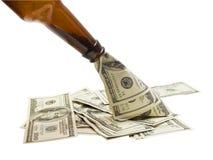 Dinheiro de derramamento Fotografia de Stock Royalty Free