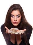 Dinheiro de oferecimento da mulher nova imagens de stock royalty free