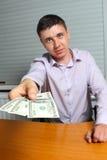 Dinheiro de oferecimento do homem Fotografia de Stock Royalty Free