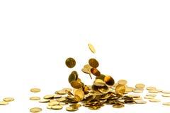 Dinheiro de queda isolado no fundo branco, busin das moedas de ouro Imagem de Stock Royalty Free