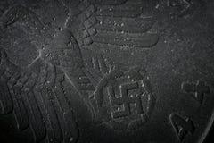 Dinheiro do detalhe da moeda do nazi Alemanha do Terceiro Reich A textura do fundo corroeu o metal do pfennig velho 1944 do nazi  Imagem de Stock