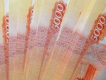 Dinheiro do russo com um valor nominal de 5000 rublos Fotos de Stock Royalty Free