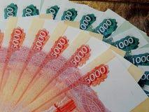 Dinheiro do russo com um valor nominal de 5000 rublos Imagem de Stock Royalty Free