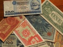 dinheiro do vintage de países e de notas comunistas do dólar foto de stock royalty free