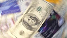 Dinheiro do voo na nota de dólar branca do fundo fotos de stock royalty free