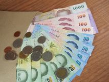 Dinheiro doado no envelope de Brown Fotos de Stock Royalty Free