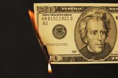 Dinheiro dos E.U. no fogo foto de stock royalty free