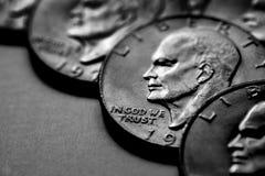Dinheiro dos EUA das moedas de prata monetário para a riqueza e as riquezas imagens de stock royalty free