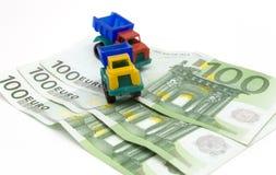 Dinheiro e carro Fotografia de Stock Royalty Free
