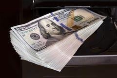 Dinheiro e computador Foto de Stock Royalty Free