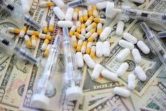 Dinheiro e medicina Fotos de Stock