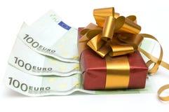 Dinheiro e presente Imagens de Stock