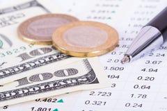 Dinheiro e resultados dos dados financeiros imagens de stock