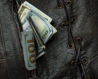 Dinheiro em sua veste 5 do bolso Fotos de Stock Royalty Free