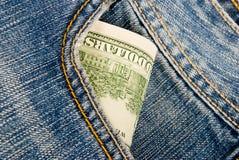 Dinheiro em um bolso das calças de brim Foto de Stock Royalty Free