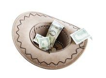 Dinheiro em um chapéu de cowboy fotos de stock