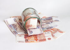 Dinheiro em uma bacia de vidro Imagem de Stock