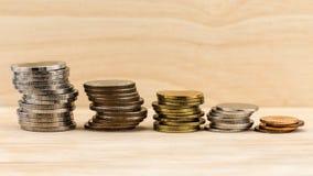 Dinheiro financeiro do conceito do crescimento das moedas Foto de Stock