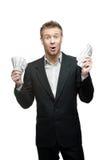 Dinheiro gritando engraçado novo da terra arrendada do homem de negócios Foto de Stock