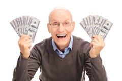 Dinheiro guardando superior alegre em ambas as mãos Fotografia de Stock Royalty Free