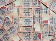Dinheiro indiano ou moeda, notas de 1000 rupias, fundo inteiro Foto de Stock