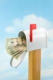 Dinheiro na caixa postal Imagem de Stock